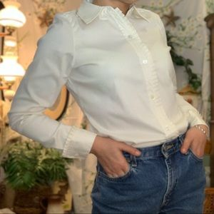 Doncaster creme Swiss dot pleated cuff fitted top